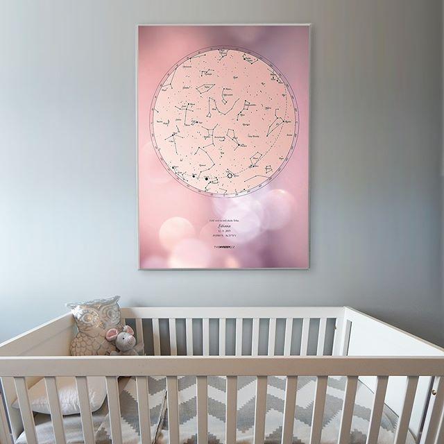 Růžová hvězdná mapa do holčičího pokojíčku.